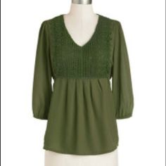 Top with 3/4 sleeve. Ties in the back Stunning emerald green blouse. You will feel on top of your day wearing this perfect color of green blouse. Just the right amount of lace on the front. Look absolutely fab , while wearing your favorite jeans or dress slacks with this 3/4 sleeve blouse. Throw on your favorite footwear and you set. Only 2 in size small Moon Collection Tops Blouses