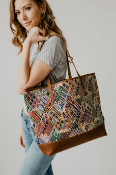 Painted Bags, Hand Painted, Tote Handbags, Purses And Bags, Hand Weaving, Fashion Beauty, Textiles, Shoulder Bag, Tote Bag