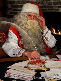 Der Weihnachtsmann in seinem Hauptpostamt in Rovaniemi in Finnland.