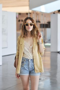 Lace and silk camisole, faded denim shorts, blazer and sunnies. Very pretty. (dansvogue)