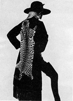 1969-70 - Yves Saint Laurent Haute couture -  Manteau en loutre incrusté d'ocelot -Betty Catroux by Irving Penn for Vogue Italia