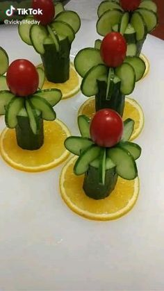 Amazing Food Decoration, Amazing Food Art, Salad Decoration Ideas, Creative Food Art, Easy Food Art, Food Art For Kids, Fruit And Vegetable Carving, Food Carving, Food Garnishes