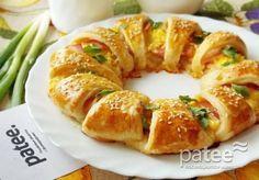 Слоеный пирог с сыром и беконом