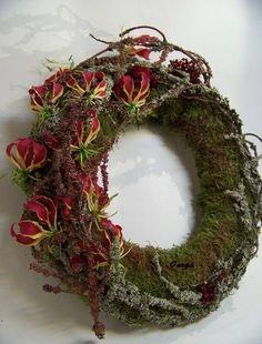Новости Wreaths And Garlands, Xmas Wreaths, Christmas Decorations, Deco Floral, Arte Floral, Floral Design, Mery Crismas, Sympathy Flowers, Wedding Wreaths