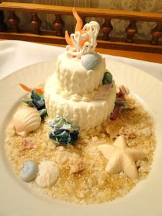 How to order a specialty cake in #Disney World and #Disneyland!