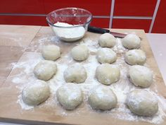 Best New York Bagel Recipe New York Bagel, Bagel Recipe, Hamburger, Bread, Homemade, Recipes, Food, Loaf Bread Recipe, Home Made