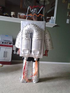 Robot Costume. Homemade halloween costumes. buildingwithlincolnlogs.blogspot.com