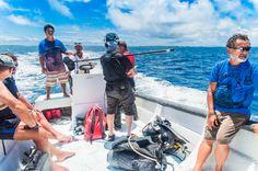 Tout en navigant vers notre destination, la seconde équipe de tournage ne chôme pas à bord et accumule les rushs pour le montage.