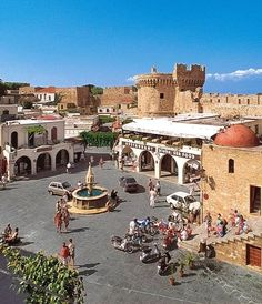 Hippocrates Square - Old town of Rhodes Island, Greece Greece Rhodes, Greek Beauty, Greek Isles, World View, Santorini Greece, Romanesque, Travel Memories, Travel And Leisure, Ancient Greece