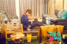 Yoon Shi Yoon ♥ 2009 High Kick Through the Roof ♥ 2010 Baker King, Kim Takgu ♥ 2011 Me Too, Flower! Seo Jae-hee ♥ 2013 Flower Boy Next Door Enrique Geum ♥ Happy Noodle