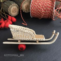 Im a miniature maker I love to create wicker furnitures and accessories for dollhouses roomboxes and dioramas.In scale 1:12 and 1:6. @KOTOMKA_NV #kotomka_NV #wickerminiature #новыйгод2018 #миниатюра #кукольнаяминиатюра #кукольныйдомик #аксессуарыдлякукол #авторскаяручнаяработа #плетение #плетениеназаказ #работаназаказ #коллекционнаяигрушка #dollhouse #dollhouseminiatures #miniatures #dollminiatures #dollfurniture #dollkitchen #miniaturekitchen #scaleoneinch #scaleminiature #dollhousewicker…