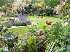 A Lovely Visiting Garden   Fine Gardening  Hampshire England