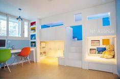퍼스트애비뉴 の モダンな 子供部屋 세아이들이 뛰어노는 유니크한 다락방과 다섯식구를 위한 보금자리 Sibling Room, Kids Bedroom Designs, Condo Design, Colourful Living Room, Student House, Kids Room Art, Aesthetic Room Decor, Cool Beds, Kid Beds