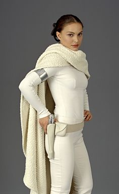 the drape! the cozy factor! perfect cape is perfect (from Confessions of a Seamstress: The Costumes of Star Wars - Padme Amidala) Natalie Portman Natalie Portman Star Wars, Star Wars Padme, Costume Padme, Costume Star Wars, Queen Amidala Costume, Star Wars Characters, Star Wars Episodes, Female Characters, Star Wars
