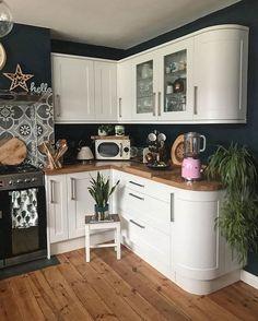 How To Use Dark Green in Your Living Room — Melanie Jade Design Green Kitchen Walls, Dark Green Kitchen, Green Kitchen Cabinets, Kitchen Appliances, Boho Kitchen, Kitchen Living, New Kitchen, Kitchen Decor, Kitchen Corner