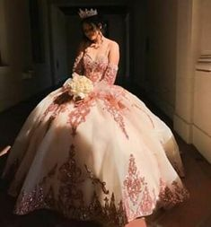 Rose Gold Quinceanera Dresses, Mexican Quinceanera Dresses, Mexican Dresses, Quinceanera Ideas, Sweet 15 Dresses, Pretty Prom Dresses, Beautiful Dresses, Xv Dresses, Ball Gown Dresses