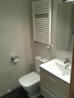 Radiador toallero 800x500mm lacado en blanco.