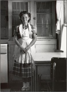Young Mother ~ Utah, 1953 by Dorothea Lange Vintage Pictures, Old Pictures, Old Photos, Collage Poster, Vintage Housewife, 50s Housewife, Documentary Photographers, Aprons Vintage, Vintage Photographs