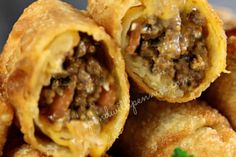 Bacon Cheeseburger Egg Rolls Crispy Crunchy Egg Rolls filled with a delicious bacon cheeseburger filling! Pin it to SAVE it! These make an awesome snack for the kids or appetizer. Egg Roll Recipes, Beef Recipes, Great Recipes, Cooking Recipes, Favorite Recipes, Recipies, Recipes With Egg Roll Wrappers, Eggroll Wrapper Recipes, Shot Recipes