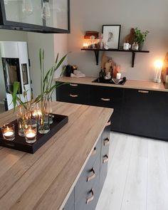 10 tips til hvordan du enkelt kan style kjøkkenet Kitchen Dinning, Home Decor Kitchen, Kitchen Interior, U Shaped Kitchen, Minimalist Kitchen, Kitchen Colors, Apartment Design, Sweet Home, Interior Design