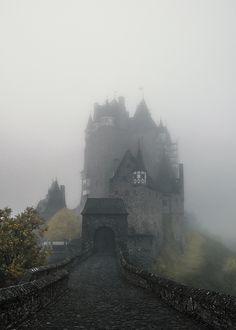 5 Ziele für Tagesausflüge in die Eifel | HELLO WANDER Die Eifel, Tower Bridge, Nars, Cathedral, Germany, Camping, Building, Holiday, Travel