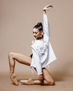 PhotoPhotography Photo Super dancing poses drawing photo shoot Ideas Trendy Photography Dance Flexibility Dreams Love and yoga Spring Dance Picture Poses, Dance Photo Shoot, Dance Pictures, Dance Pics, Dance Photoshoot Ideas, Poses Photo, Photo Shoots, Dance Photography Poses, Photography Humor