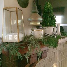 Decorating your Mantel for the Holidays with Sadie #FakeSnow #SnowInSeconds