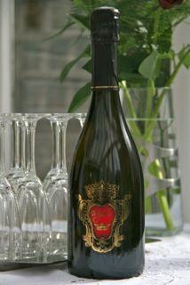 Nice, elegant... delicate effervescence, intense moss, notes of almond. A vintage cuvée of Bugey Sparkling Montagnieu.