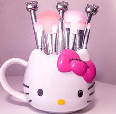 Hello Kitty Make Up Brushes! #HelloKitty #MakeUpBrushes #BeautyProducts
