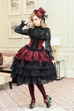 do you feel we can keep this confidence going - YES - you look wonderful and make a smashing girl Chat Steampunk, Style Steampunk, Steampunk Fashion, Gothic Lolita Fashion, Gothic Dress, Lolita Dress, Alternative Mode, Alternative Fashion, Dark Fashion