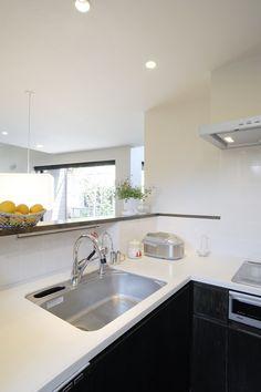 対面式キッチンもこのくらい壁があるだけで格段に使い勝手が良さそうになる