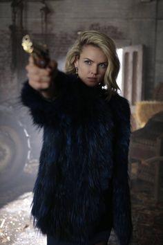 Barbara Keane on Gotham Gotham Series, Gotham Cast, Gotham Tv, Gotham Girls, Gotham Batman, Tv Series, Sierra Leone, Look Alike, Coats