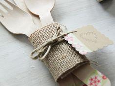 Little Hannah: Decora cubiertos de madera con arpillera y washi tape Manualidades Washi Tape, Baby Shower, Fiesta Party, Tablescapes, Diy, Crafts, Image, Ideas Sencillas, Amelia