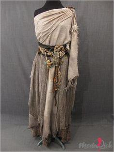 Otantik elbiseler, her kadının cesaret edip giyebileceği bir tarz olmamakla beraber oldukça orjinal bir görüntüye sahiptir.