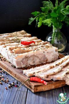 """Зельц из рульки """"Пряный"""" - Рулька(свиная, передняя) — 1 кг Грудинка(свиная) — 1 кг Лук репчатый(крупный) — 1 шт Морковь— 1 шт Смесь перцев(горошком) — 1 ст. л. Лавровый лист— 2 шт Смесь специй(пряные сушеные травы) — 1 ст. л. Соль(по вкусу)"""