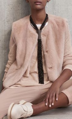 Precious women's accessories to complete your look: discover light scarfs, precious necklaces and accessories on Brunello Cucinelli online boutique. Pink Fashion, Fashion 2018, Fashion Week, Winter Fashion, Fashion Looks, Womens Fashion, Fashion Trends, Street Style Looks, Brunello Cucinelli