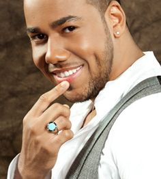 Romeo Santos ♥  That dimple...
