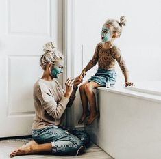 Pintura de uñas de feliz madre e hija - Madre Hija Bond - Madre Hija - Baby Pictures, Baby Photos, Family Photos, Wedding Pictures, Cute Family, Family Goals, Family Kids, Beautiful Family, Young Family