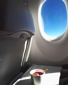 Fly away #LennyKravitz  Location  #Sky Photo  #ElectraAsteri  _________________________________________________  Τα ταξίδια είναι παράθυρα αεροπλάνων που μέσα τους κλείνουν όνειρα και σκέψεις. Κάθε ταξίδι αφήνει ξεχωριστή γεύση μια ξεχωριστή ανάμνηση. Τα ταξίδια στην Ισλανδία και στη Λετονία ήταν Μ Ο Ν Α Δ Ι Κ Α. Το καθένα για το δικό του λόγο. Το καθένα με τον δικό του τρόπο.  Οι εμπειρίες κλείστηκαν ήδη στο κουτί του θησαυρού της ψυχής μας και ετοιμαζόμαστε για τις επόμενες. Που προτείνεις…