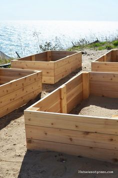 how to build a raised garden with legs
