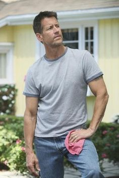 "James Denton - Desperate Housewives (2004) - looks more robust in this pic.  -  hey?  46yrs  6'1""  If james bulked up a bit he'd be OK too!"