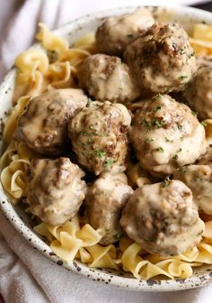 Swedish Meatballs are the best weeknight dinner! Made with a thick, creamy gravy and served over egg noodles, they're totally irresistible. #cookiesandcups #meatballs #swedishmeatballs #easydinner #meatballswithgravy