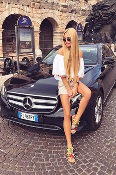 Mercedes Girl, Mercedes Benz Amg, Car Show Girls, Car Girls, Car Poses, Sexy Pin Up Girls, Bus Girl, Super Sport Cars, Super Car