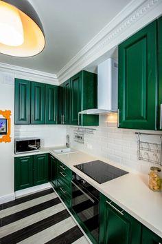 Плитка кабанчик на фартук кухни: виды облицовки и 80 трендовых кухонных интерьеров http://happymodern.ru/plitka-kabanchik-na-fartuk-kuxni/ Светлые стены помещения освежат яркие контрастные оттенки в стиле арт деко