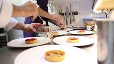 « La cuisine n'est pas une histoire de talent : c'est du travail, du feeling, le produit, c'est mettre les gens en avant et respecter nos cuisiniers, nos producteurs » Pascal Brabot, chef de l'Astrance à Paris ©Pluris