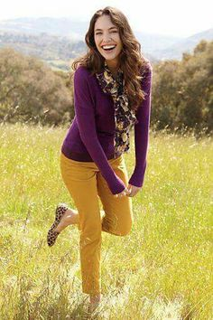 Love the colors! NEED to find a mustard skirt that looks good on me! Love the colors! NEED to find a mustard skirt that looks good on me! Yellow Pants Outfit, Mustard Yellow Outfit, Mustard Skirt, Mustard Jeans Outfit, Colored Pants Outfits, Mustard Top, Casual Outfits, Cute Outfits, Fashion Outfits