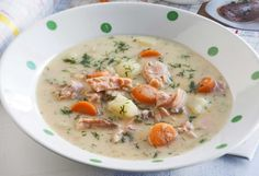Juustoinen lohikeitto Salmon Soup, Finnish Recipes, Cheeseburger Chowder, Food And Drink, Dinner Ideas, Soups, Families, Lovers, Drinks