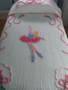 I had this on my bed growing up Vintage Bedspread, Bedroom Vintage, Vintage Textiles, Vintage Love, Vintage Stuff, Chenille Bedspread, Vintage Tablecloths, Linens And Lace, Bed Spreads