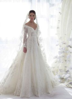 Nice 35+ Awesome Winter Wedding Gown For Your Perfect Wedding  https://oosile.com/35-awesome-winter-wedding-gown-for-your-perfect-wedding-14528