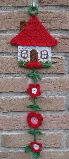 Free Honeymoon Cottage Potholder: Easy Crochet Pattern for a Pot Holder See more at: www. Crochet Simple, Easy Crochet Patterns, Cute Crochet, Crochet Motif, Crochet Flowers, Knit Crochet, Crochet Garland, Crochet Decoration, Crochet Home